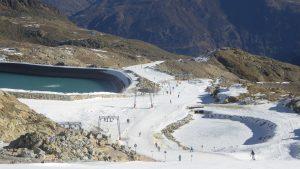skifahren im Gletscherskigebiet von Sölden im Oetztal